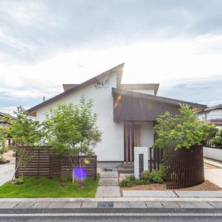 THE LIFE STYLE. 緑に囲まれた趣味と共に暮らす家